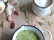 Pesto sale erbe aglio.