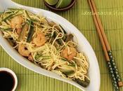 Noodles grano zucchine, gamberi lime