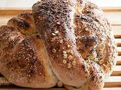Pane annodato all'olio note speziate
