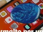 Smalto unghie sullo schermo dell'iPhone