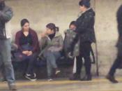 stazione Colosseo della metro tornata proprietà delle scippatrici. video