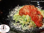 Spaghetti zucchine pomodoro basilico parmigiano nocciole mandorle