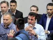 persone ferite negli scontri all'interno parlamento macedone