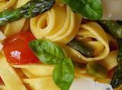 Tagliatelle asparagi, pomodorini scaglie formaggio Bella Lodi, senza lattosio