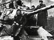 Fraterno cigolio tank sovietici