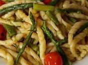 Trofie tricolore veloci, asparagi pomodorini