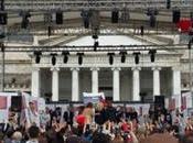 Foto. Futuro Remoto 2017 Napoli, oggi: tanti giovani fila sotto pioggia