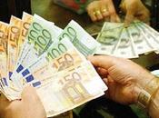 Napoli, impiegata banca prosciuga conto cliente: ecco come faceva