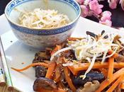 Insalata soba carote, funghi shiitake germogli