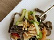 Tagliatelle nero seppia salmone affumicato, zucchine lime pinoli