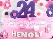 Torta decorata fiori pasta zucchero toni rosa lilla compleanno