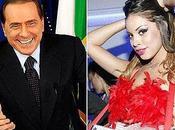 """""""Berlusconi diceva baciare statua forma fallo"""""""