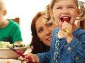 Bambini: ecco perché importante mangiare famiglia