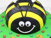 Torta decorata pasta zucchero forma compleanno bimbo, cake