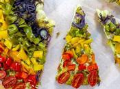 Fatti conquistare colori accesi della pizza arcobaleno vegan