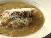 Zuppa cipolle alla francese cotta lentamente