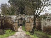 Antiche mura lungo Purgatorio (per tacer delle Catacombe)