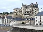 castelli della Loira attraverso paesaggio dolcissimo frequentato moltissimi attenti visitatori tutto mondo.