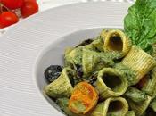 Rigatoni crema spinaci ricotta, olive pomodorini