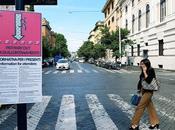 Dopo settimane tutta segnaletica provvisoria Giro d'Italia ancora affissa