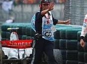 Perché Hamilton tutti questi mezzucci vincere paura sfidare Vettel pista????