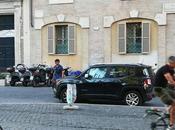 Oltre ogni immaginazione: parcheggiatore abusivo preso perfino Piazza Cairoli