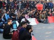 Iran: studenti universitari condannati dure pene detentive, frustate all'esilio!