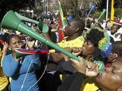 africa 2010: eccesso vuvuzela, donna lesiona trachea south woman damages