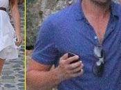 Leonardo Caprio lontano Melissa Satta consola bionda Blake Lively,