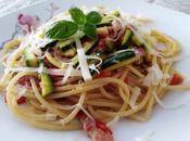 Spaghettoni zucchine, speck croccante profumo menta