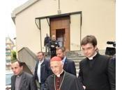 Cardinale Bagnasco nella chiesa Seppia