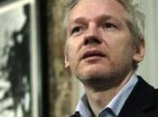 Wikileaks: colazione Julian Assange