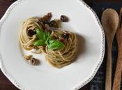 Spaghetti tonno olive pomodori secchi