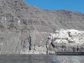 Slow Sailing/Los Gigantes, porto sotto 'giganti' pietra