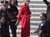 Jane Fonda star Grace Frankie arrestata proteste