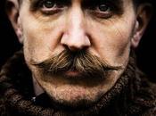 L'uomo baffi