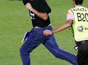 Olanda-spagna, invasore campo 'jimmy jump' tenta prendere coppa (video) netherlands-spain, pitch invader tries catch