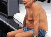 Roberto Cavalli nudo: vede Giorgio Armani mangia mani