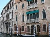 Venezia dove grandi palazzi Dogi sempre specchiano canali