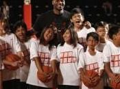 Kobe segna allo scadere, LeBron posterizzato!