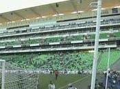 Spari alla partita calcio Messico: panico campo fuga lampo