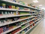 L'AMORE TEMPO DELLE CHAT Grandi supermercati affollati pieni merce invenduta