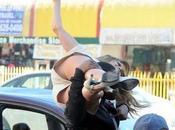 Jennifer Lopez gira sollevata sedere fino cadere