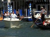 George Clooney arriva Venezia gondoliere spiazza