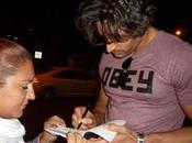 Manganiello dedica autografo blog