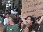 (Curiosita') Spotted! Lonely (Penn Badgley) protesta Wall Street...