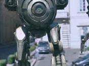 Grandissimo robot distrugge casa