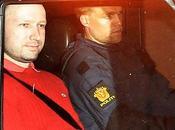 terrorista breivik potrebbe essere libero dato perizia psichiatrica giudicato pazzo.