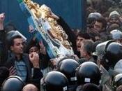 Nervi tesi gran bretagna iran causa dell'assalto dell'ambasciata britannica teheran