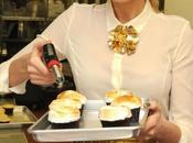 Blake Lively prepara cupcakes beneficenza